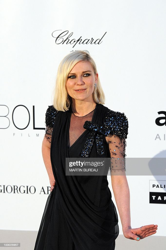 US actress Kirsten Dunst poses while arriving to attend the 2010 amfAR's Cinema Against Aids on May 20, 2010 in Antibes, southeastern France.