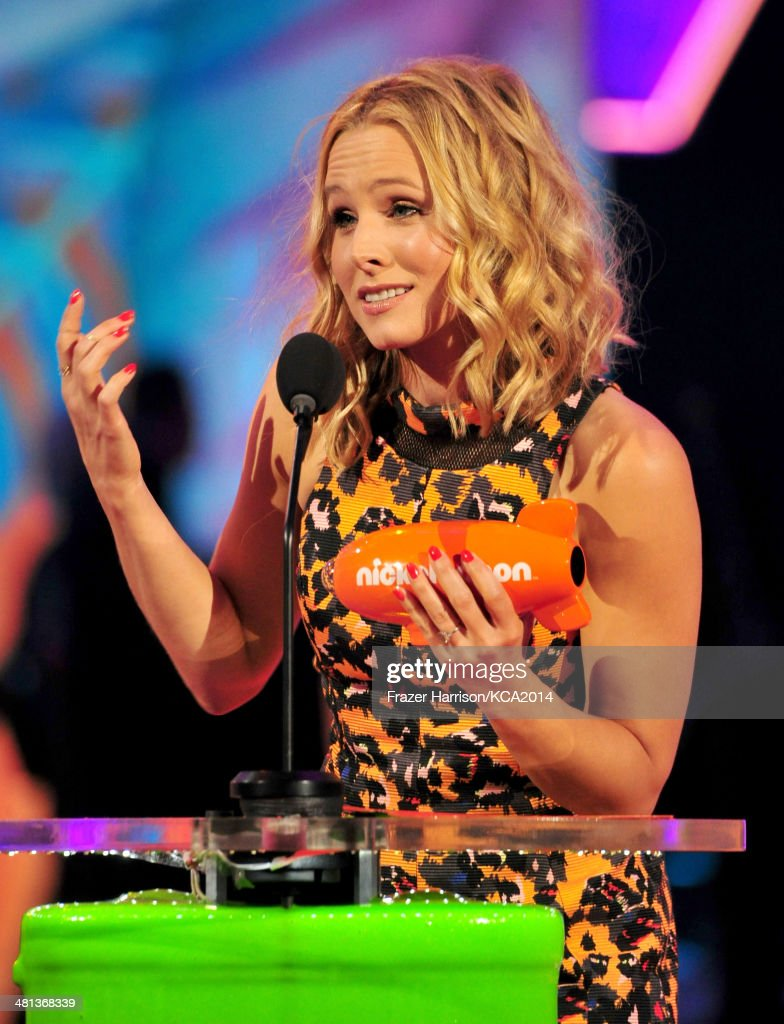 Actress <a gi-track='captionPersonalityLinkClicked' href=/galleries/search?phrase=Kristen+Bell&family=editorial&specificpeople=194764 ng-click='$event.stopPropagation()'>Kristen Bell</a> accepts the award for Favorite Animated Movie during Nickelodeon's 27th Annual Kids' Choice Awards held at USC Galen Center on March 29, 2014 in Los Angeles, California.