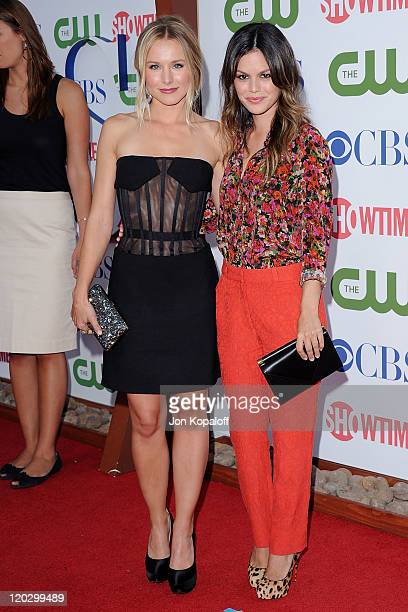Actress Kristen Bell and actress Rachel Bilson arrive at the 2011 TCA Summer Press Tour CBS The CW Showtime at The Pagoda on August 3 2011 in Beverly...