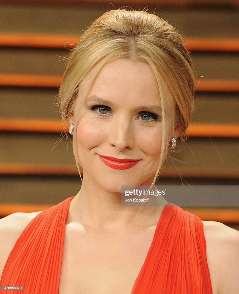 Actress Kristen Bell arrives at the 2014 Vanity Fair Oscar Party Hosted By Graydon Carter on March 3, 2014 in West Hollywood, California.