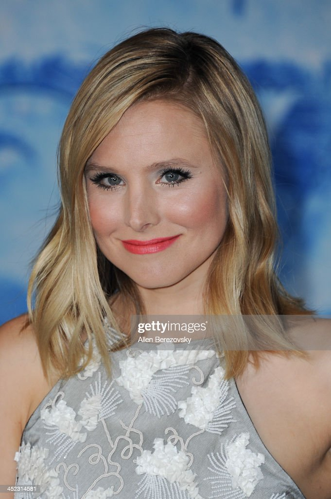 Actress <a gi-track='captionPersonalityLinkClicked' href=/galleries/search?phrase=Kristen+Bell&family=editorial&specificpeople=194764 ng-click='$event.stopPropagation()'>Kristen Bell</a> arrives at the Los Angeles premiere of Disney's 'Frozen' at the El Capitan Theatre on November 19, 2013 in Hollywood, California.