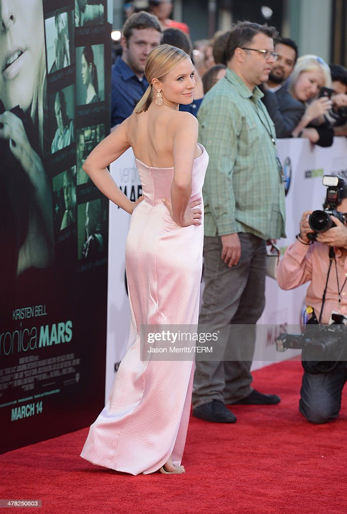 Actress <a gi-track='captionPersonalityLinkClicked' href=/galleries/search?phrase=Kristen+Bell&family=editorial&specificpeople=194764 ng-click='$event.stopPropagation()'>Kristen Bell</a> arrives at the Los Angeles premiere of 'Veronica Mars' at TCL Chinese Theatre on March 12, 2014 in Hollywood, California.