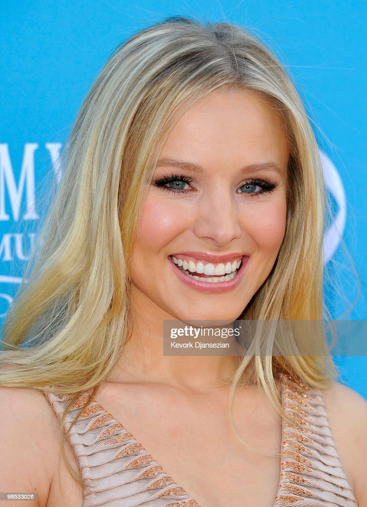Actress <a gi-track='captionPersonalityLinkClicked' href=/galleries/search?phrase=Kristen+Bell&family=editorial&specificpeople=194764 ng-click='$event.stopPropagation()'>Kristen Bell</a> arrives for the 45th Annual Academy of Country Music Awards at the MGM Grand Garden Arena on April 18, 2010 in Las Vegas, Nevada.