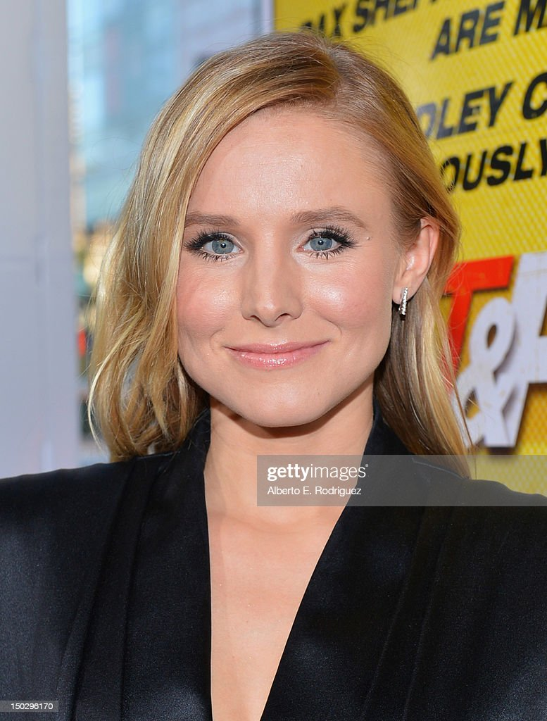 Actress <a gi-track='captionPersonalityLinkClicked' href=/galleries/search?phrase=Kristen+Bell&family=editorial&specificpeople=194764 ng-click='$event.stopPropagation()'>Kristen Bell</a> arrives to the premiere of Open Road Films' 'Hit and Run' on August 14, 2012 in Los Angeles, California.