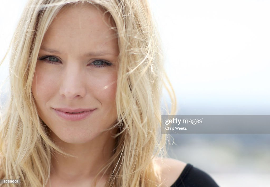 Actress Kristen Bell attends a luncheon for fashion designer Rachel Pally at the Chateau Marmont on April 9, 2009 in West Hollywood, California.