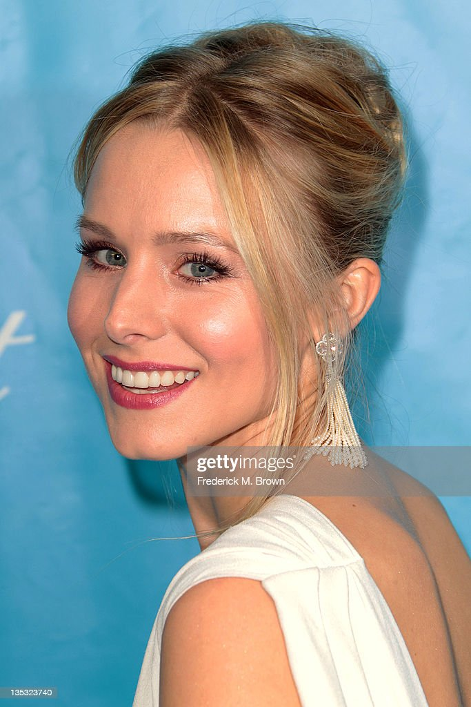 Actress <a gi-track='captionPersonalityLinkClicked' href=/galleries/search?phrase=Kristen+Bell&family=editorial&specificpeople=194764 ng-click='$event.stopPropagation()'>Kristen Bell</a> attends The 2011 Unicef Ball at The Beverly Wilshire Hotel on December 8, 2011 in Beverly Hills, California