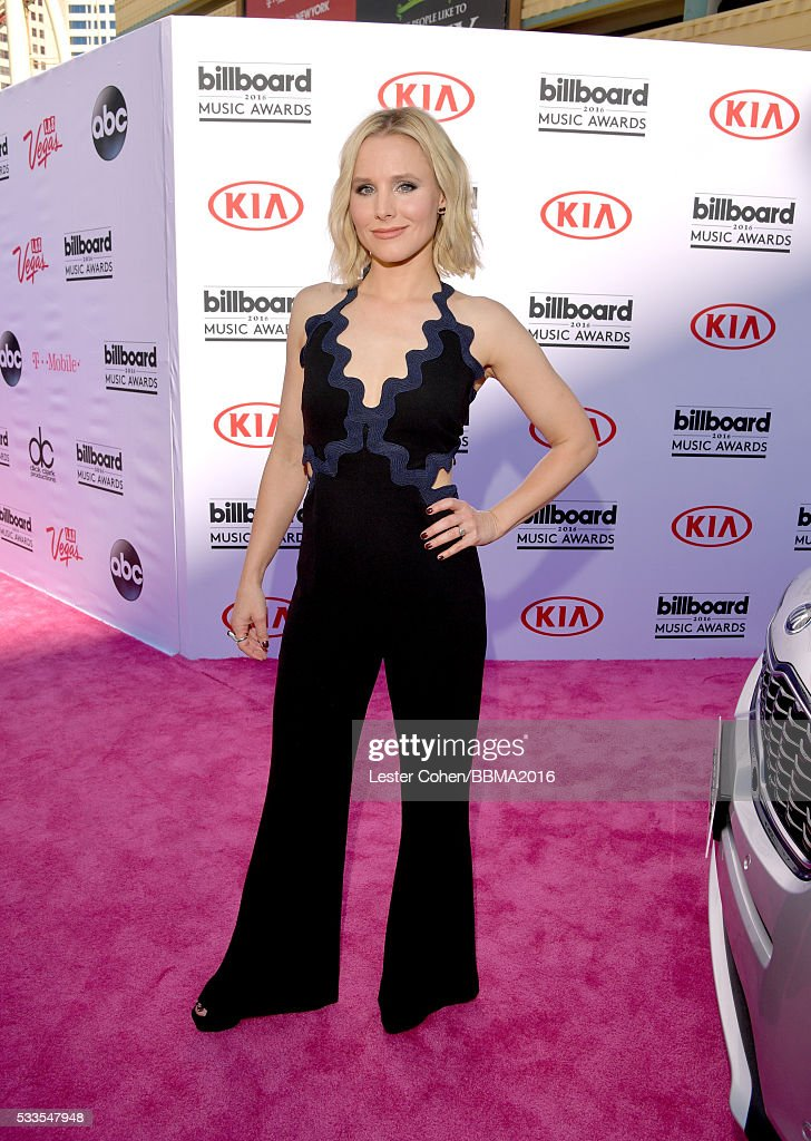 actress-kristen-bell-attends-the-2016-billboard-music-awards-at-on-picture-id533547948