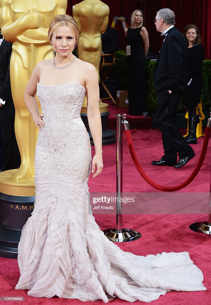 Actress <a gi-track='captionPersonalityLinkClicked' href=/galleries/search?phrase=Kristen+Bell&family=editorial&specificpeople=194764 ng-click='$event.stopPropagation()'>Kristen Bell</a> attends the Oscars held at Hollywood & Highland Center on March 2, 2014 in Hollywood, California.