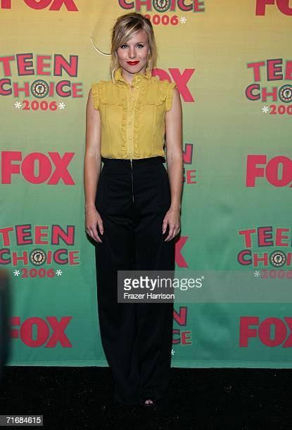 Actress Kristen Bell poses in the press room at the 8th Annual Teen Choice Awards at the Gibson Amphitheatre on August 20 2006 in Universal City...
