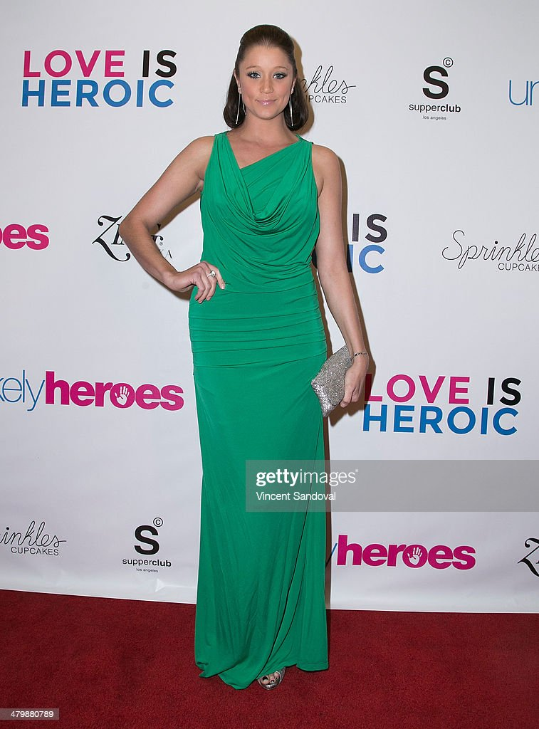 Actress <a gi-track='captionPersonalityLinkClicked' href=/galleries/search?phrase=Kristen+Renton&family=editorial&specificpeople=4599080 ng-click='$event.stopPropagation()'>Kristen Renton</a> attends the Unlikely Heroes red carpet spring benefit at SupperClub Los Angeles on March 20, 2014 in Los Angeles, California.