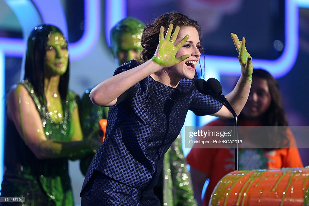 Actress <a gi-track='captionPersonalityLinkClicked' href=/galleries/search?phrase=Kristen+Stewart&family=editorial&specificpeople=2166264 ng-click='$event.stopPropagation()'>Kristen Stewart</a> accepts the Kids' Choice Award for Favorite Movie Actress onstage during Nickelodeon's 26th Annual Kids' Choice Awards at USC Galen Center on March 23, 2013 in Los Angeles, California.