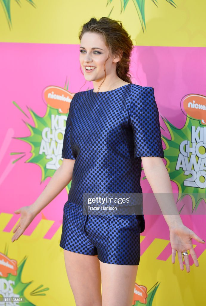 Actress <a gi-track='captionPersonalityLinkClicked' href=/galleries/search?phrase=Kristen+Stewart&family=editorial&specificpeople=2166264 ng-click='$event.stopPropagation()'>Kristen Stewart</a> arrives at Nickelodeon's 26th Annual Kids' Choice Awards at USC Galen Center on March 23, 2013 in Los Angeles, California.