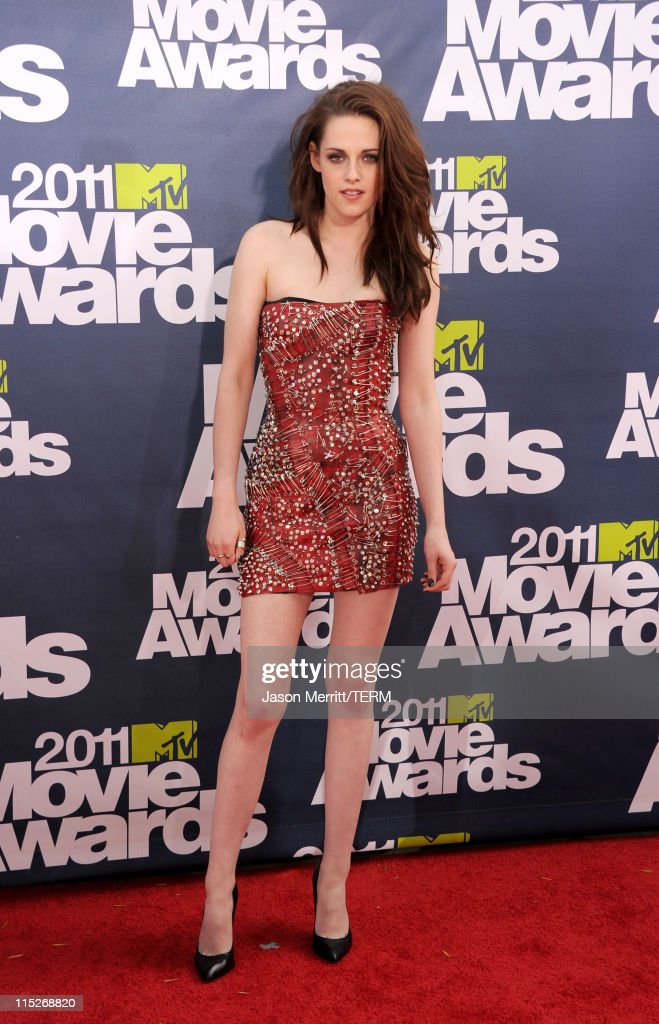 Actress Kristen Stewart arrives at the 2011 MTV Movie Awards at Universal Studios' Gibson Amphitheatre on June 5, 2011 in Universal City, California.