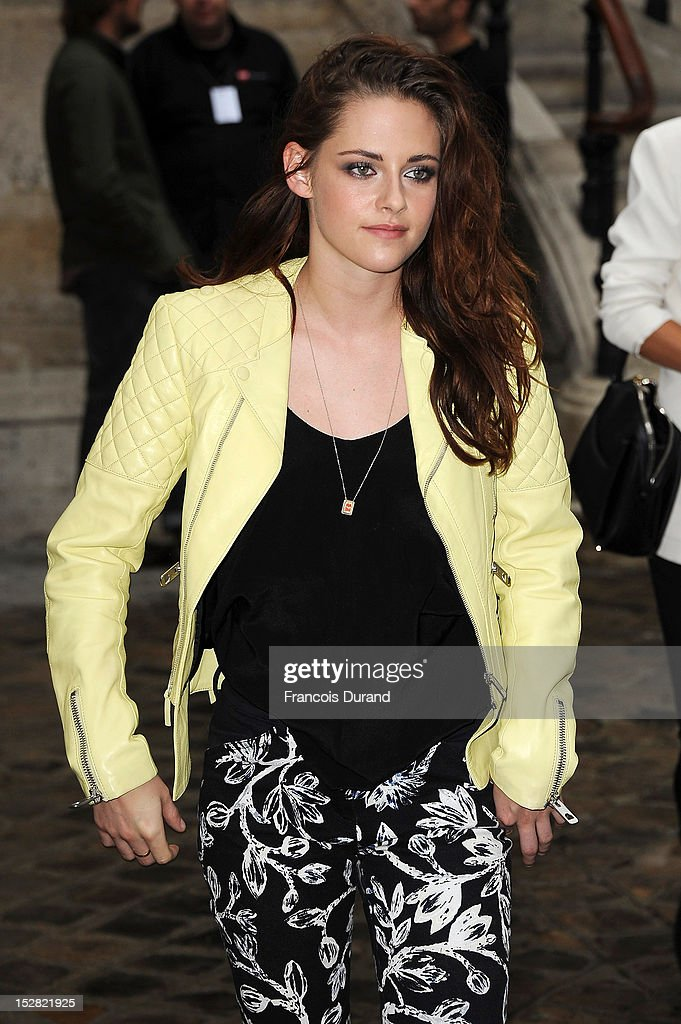 Actress <a gi-track='captionPersonalityLinkClicked' href=/galleries/search?phrase=Kristen+Stewart&family=editorial&specificpeople=2166264 ng-click='$event.stopPropagation()'>Kristen Stewart</a> arrives at the Balmain Spring / Summer 2013 show as part of Paris Fashion Week at Grand Hotel Intercontinental on September 27, 2012 in Paris, France.