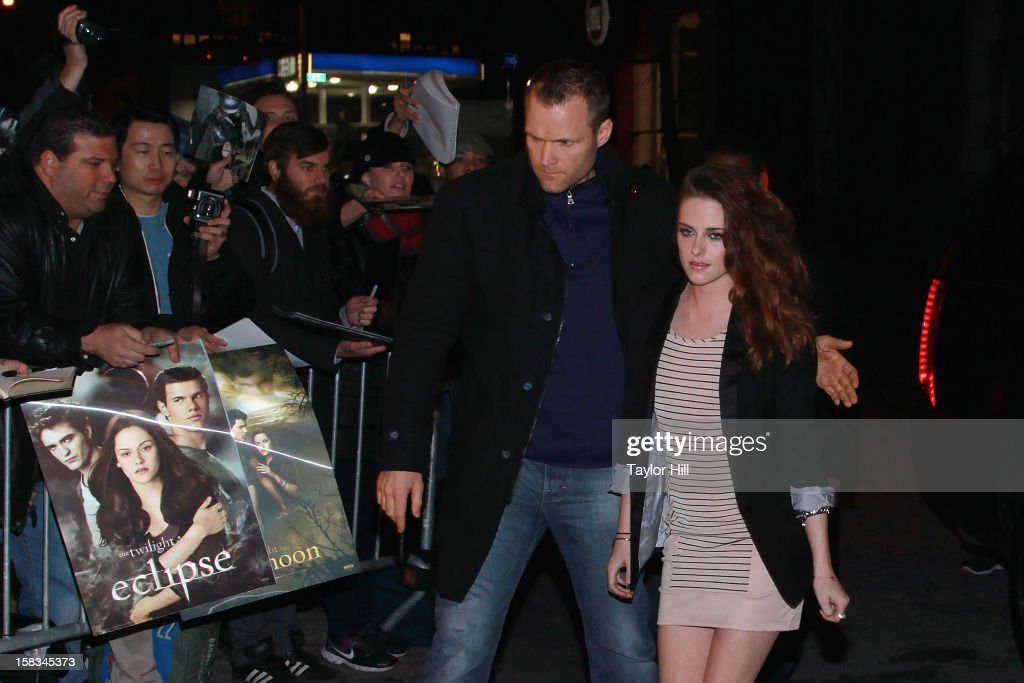 Actress <a gi-track='captionPersonalityLinkClicked' href=/galleries/search?phrase=Kristen+Stewart&family=editorial&specificpeople=2166264 ng-click='$event.stopPropagation()'>Kristen Stewart</a> arrives at 'The Daily Show' at The Daily Show Studio on December 13, 2012 in New York City.