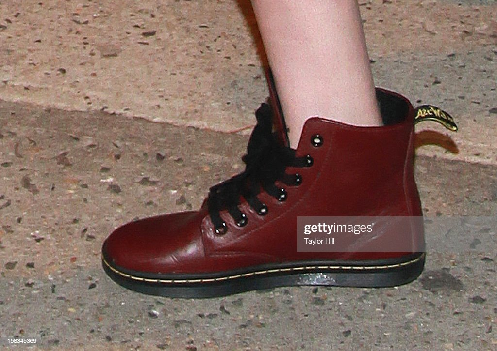 Actress <a gi-track='captionPersonalityLinkClicked' href=/galleries/search?phrase=Kristen+Stewart&family=editorial&specificpeople=2166264 ng-click='$event.stopPropagation()'>Kristen Stewart</a> (shoe detail) arrives at The Daily Show Studio on December 13, 2012 in New York City.