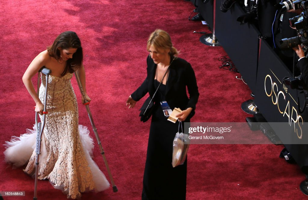 Actress <a gi-track='captionPersonalityLinkClicked' href=/galleries/search?phrase=Kristen+Stewart&family=editorial&specificpeople=2166264 ng-click='$event.stopPropagation()'>Kristen Stewart</a> arrives at the Oscars held at Hollywood & Highland Center on February 24, 2013 in Hollywood, California.