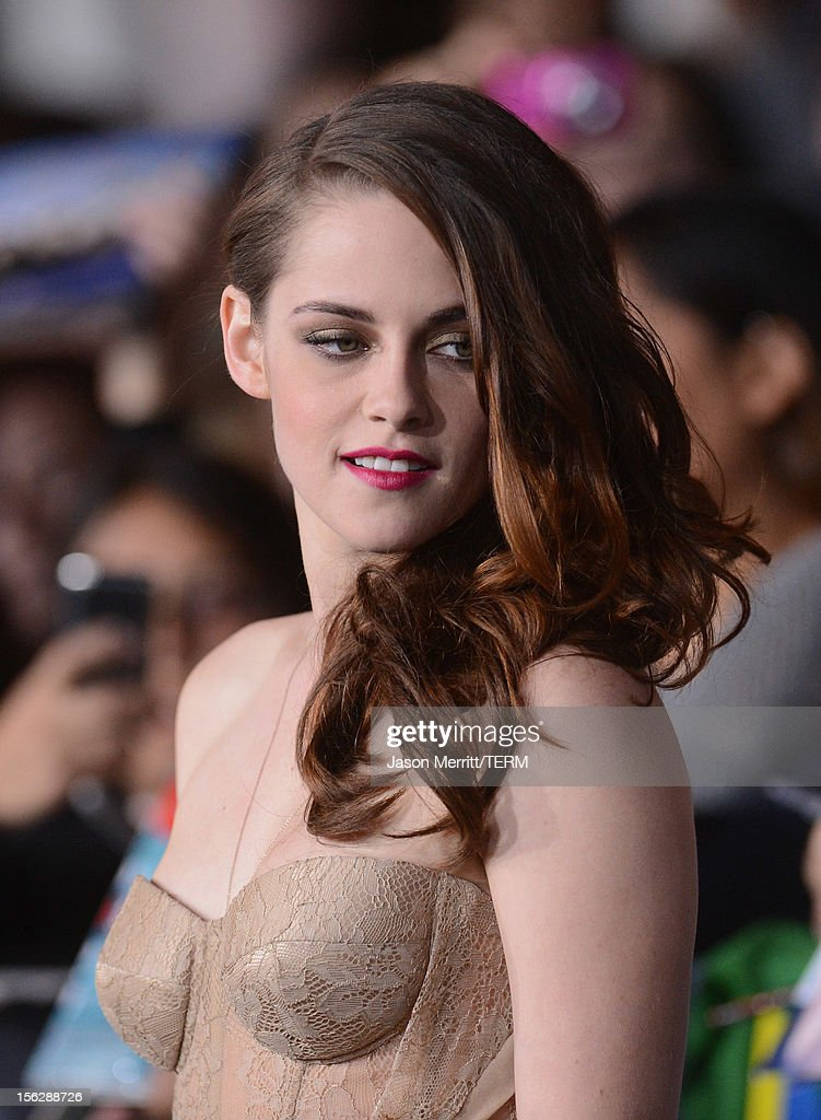 Actress <a gi-track='captionPersonalityLinkClicked' href=/galleries/search?phrase=Kristen+Stewart&family=editorial&specificpeople=2166264 ng-click='$event.stopPropagation()'>Kristen Stewart</a> arrives at the premiere of Summit Entertainment's 'The Twilight Saga: Breaking Dawn - Part 2' at Nokia Theatre L.A. Live on November 12, 2012 in Los Angeles, California.