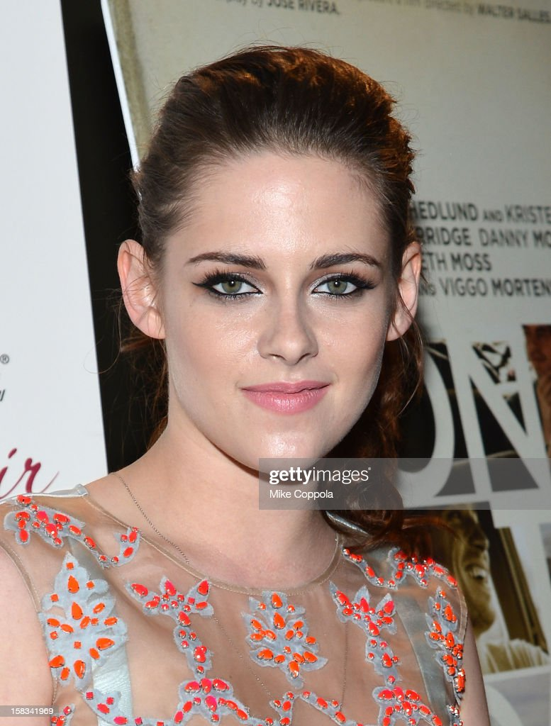 Actress <a gi-track='captionPersonalityLinkClicked' href=/galleries/search?phrase=Kristen+Stewart&family=editorial&specificpeople=2166264 ng-click='$event.stopPropagation()'>Kristen Stewart</a> attends 'On The Road' New York Premiere at SVA Theater on December 13, 2012 in New York City.