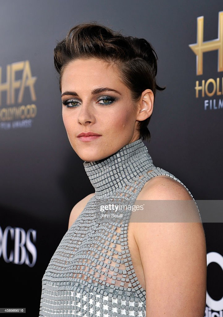Actress <a gi-track='captionPersonalityLinkClicked' href=/galleries/search?phrase=Kristen+Stewart&family=editorial&specificpeople=2166264 ng-click='$event.stopPropagation()'>Kristen Stewart</a> attends the 18th Annual Hollywood Film Awards at The Palladium on November 14, 2014 in Hollywood, California.