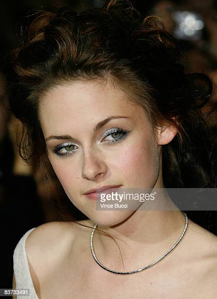 Actress Kristin Stewart attends the premiere of Summit Entertainment's 'Twilight' at The Mann Village and Bruin Theatres on November 17 2008 in...