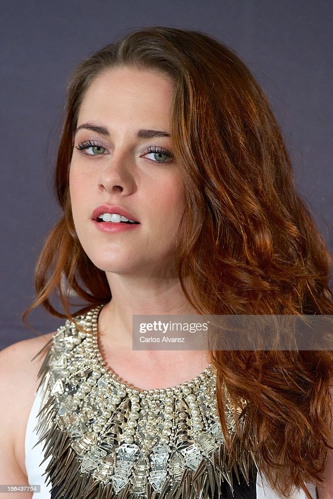 Actress <a gi-track='captionPersonalityLinkClicked' href=/galleries/search?phrase=Kristen+Stewart&family=editorial&specificpeople=2166264 ng-click='$event.stopPropagation()'>Kristen Stewart</a> attends the 'The Twilight Saga: Breaking Dawn - Part 2' (La Saga Crepusculo: Amanecer Parte 2) photocall at the Villamagna Hotel on November 15, 2012 in Madrid, Spain.