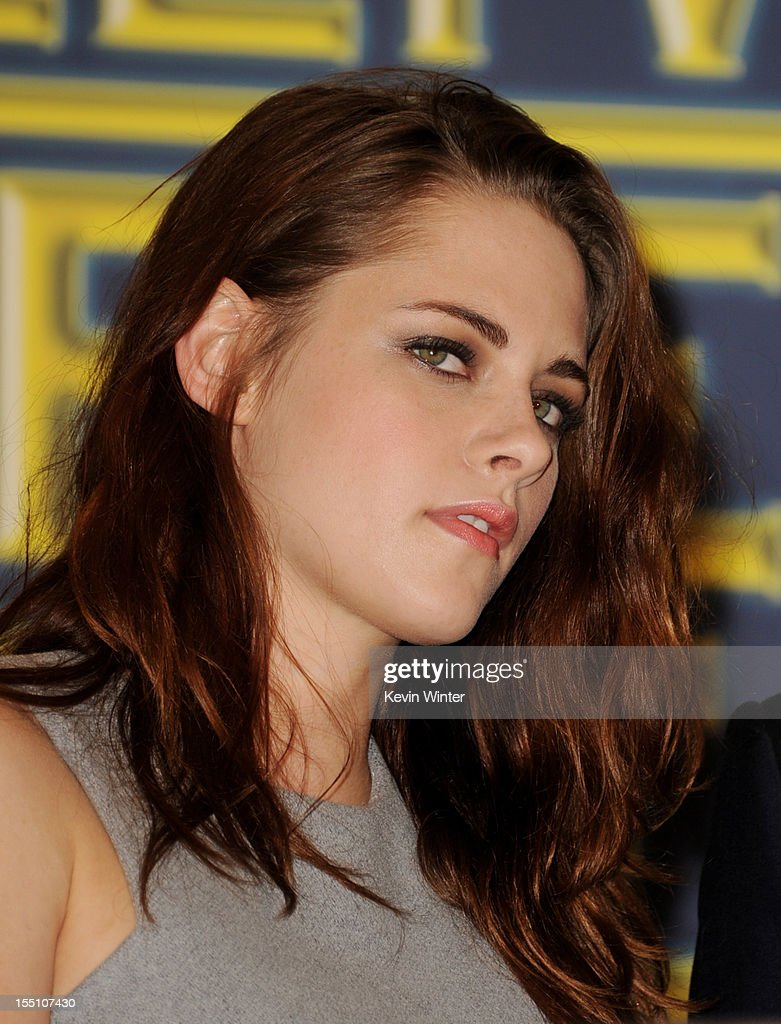 Actress <a gi-track='captionPersonalityLinkClicked' href=/galleries/search?phrase=Kristen+Stewart&family=editorial&specificpeople=2166264 ng-click='$event.stopPropagation()'>Kristen Stewart</a> poses at the Hollywood Foreign Press Association's announcement of Jodie Foster as the recipient of the Cecil B. DeMille Award at the Beverly Hills Hotel on November 1, 2012 in Beverly Hills, California.