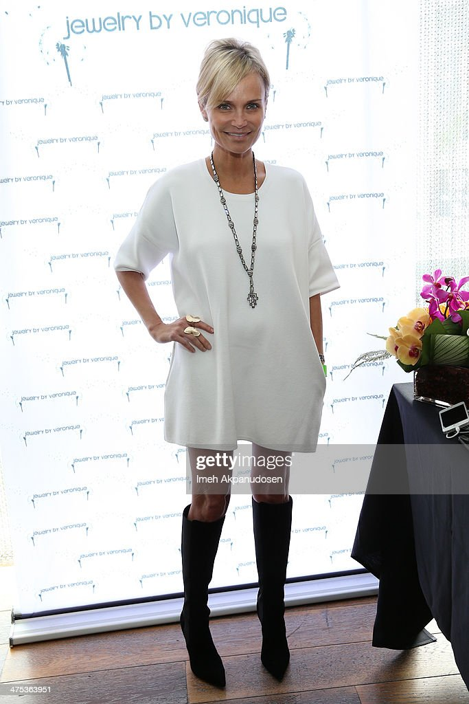 Actress Kristin Chenoweth attends Kari Feinstein's Pre-Academy Awards Style Lounge at the Andaz Hotel on February 27, 2014 in Los Angeles, California.