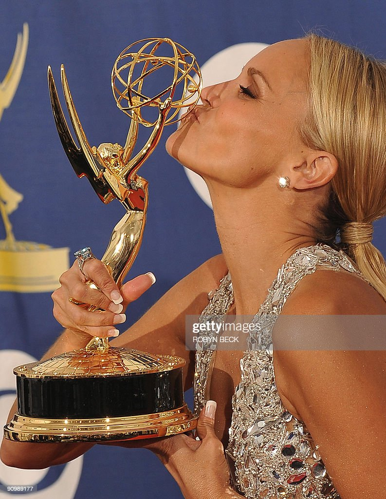Actress Kristin Chenoweth from the TV show 'Pushing Daisies' kisses the Best Supporting Actress award for a Comedy Series, in the press room during the 2009 Emmy Awards at the Nokia Theater in Los Angeles on September 20, 2009. AFP PHOTO/Robyn BECK