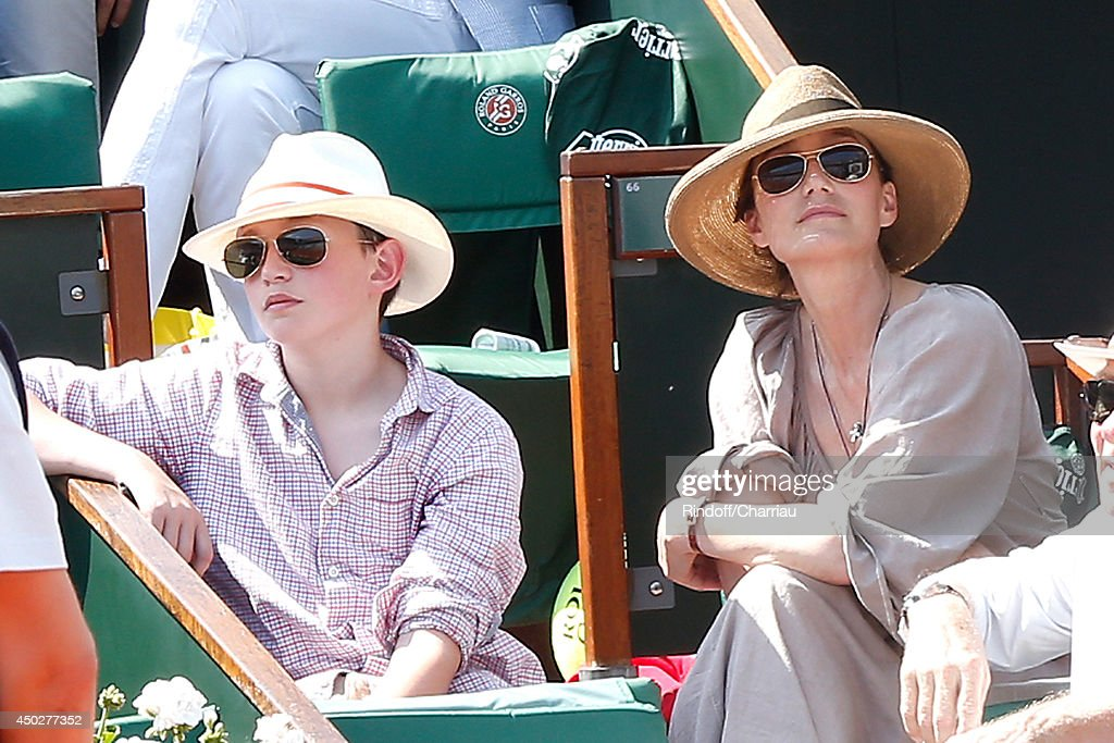 Actress <a gi-track='captionPersonalityLinkClicked' href=/galleries/search?phrase=Kristin+Scott+Thomas&family=editorial&specificpeople=203290 ng-click='$event.stopPropagation()'>Kristin Scott Thomas</a> and her son attend the Men's Final of Roland Garros French Tennis Open 2014 - Day 15 on June 8, 2014 in Paris, France.