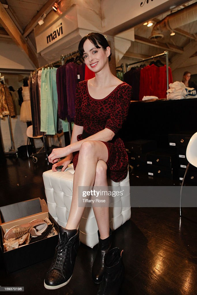 Actress Krysten Ritter attends the Colgate Optic White beauty bar - Day 2 at Salon 901 on January 12, 2013 in West Hollywood, California.