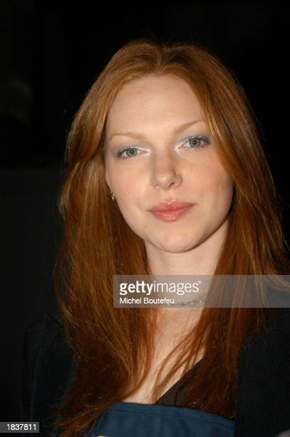 Actress Laura Prepon 'That 70's Show ' plays bartender during the 'MakeAWish Foundation' wine tasting and auction fundraiser event at the Santa...