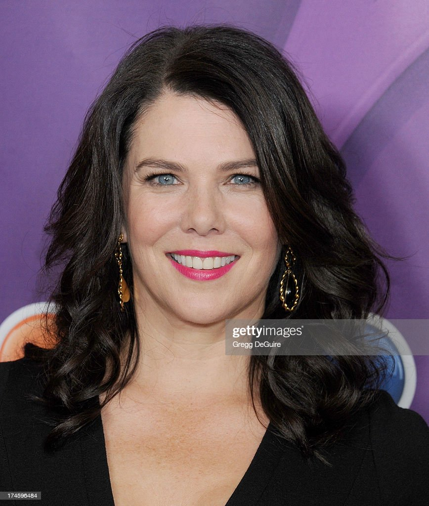 Actress <a gi-track='captionPersonalityLinkClicked' href=/galleries/search?phrase=Lauren+Graham&family=editorial&specificpeople=206505 ng-click='$event.stopPropagation()'>Lauren Graham</a> arrives at the 2013 NBC Television Critics Association's Summer Press Tour at The Beverly Hilton Hotel on July 27, 2013 in Beverly Hills, California.