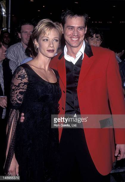 Actress Lauren Holly and actor Jim Carrey attend the 'Ace Ventura When Nature Calls' Westwood Premiere on November 8 1995 at the Mann Village Theatre...