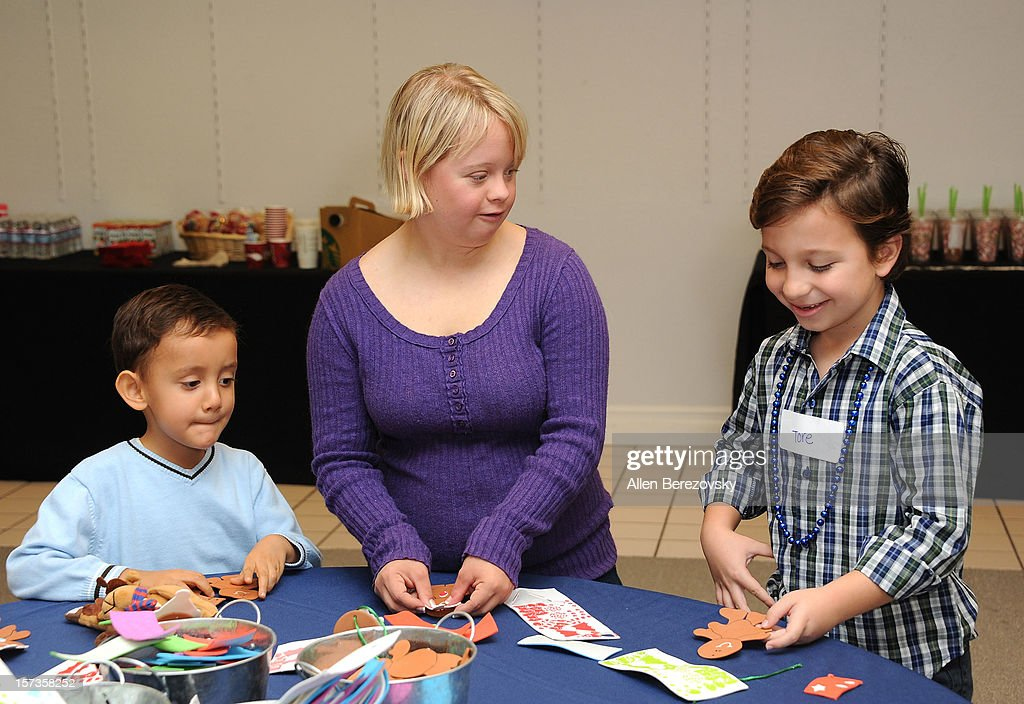 Actress <a gi-track='captionPersonalityLinkClicked' href=/galleries/search?phrase=Lauren+Potter&family=editorial&specificpeople=7243163 ng-click='$event.stopPropagation()'>Lauren Potter</a> (C) does arts and crafts with kids at the Westminster Mall's Caring Santa event on December 2, 2012 in Westminster, California.