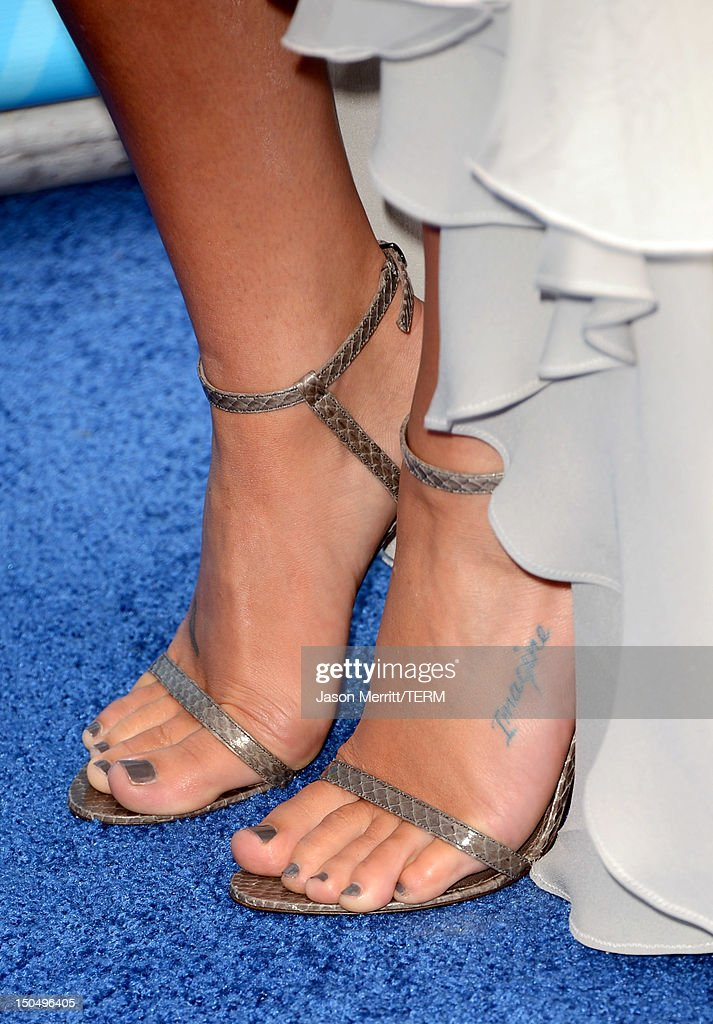 Actress Lea Michele (fashion detail) arrives at the 2012 Do Something Awards at Barker Hangar on August 19, 2012 in Santa Monica, California.