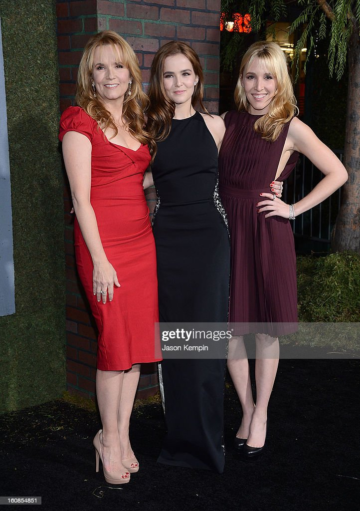 Actress <a gi-track='captionPersonalityLinkClicked' href=/galleries/search?phrase=Lea+Thompson&family=editorial&specificpeople=210564 ng-click='$event.stopPropagation()'>Lea Thompson</a>, Zoey Deutch and Madelyn Deutch attend the premiere of Warner Bros. Pictures' 'Beautiful Creatures' at TCL Chinese Theatre on February 6, 2013 in Hollywood, California.