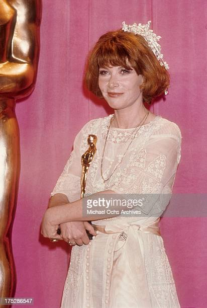 Actress Lee Grant poses with her Oscar for best supporting actress in the film 'Shampoo at the Dorothy Chandler Pavilion on March 29 1976 in Los...