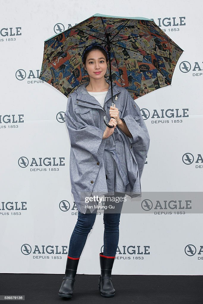 Actress Lee MinJung attends the autograph session for 'AIGLE' at Lotte Department Store on June 11 2016 in Seoul South Korea