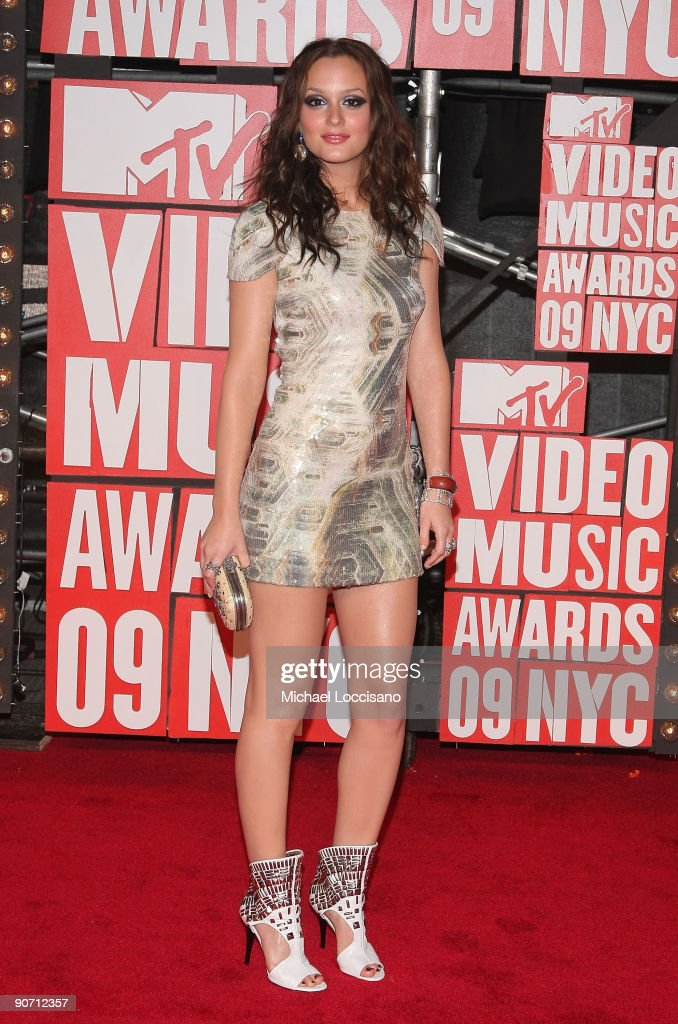 Actress <a gi-track='captionPersonalityLinkClicked' href=/galleries/search?phrase=Leighton+Meester&family=editorial&specificpeople=3947554 ng-click='$event.stopPropagation()'>Leighton Meester</a> arrives at the 2009 MTV Video Music Awards at Radio City Music Hall on September 13, 2009 in New York City.