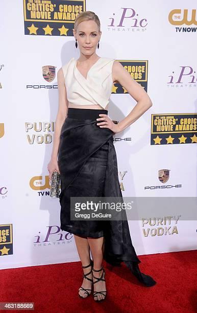 Actress Leslie Bibb arrives at the 19th Annual Critics' Choice Movie Awards at Barker Hangar on January 16 2014 in Santa Monica California