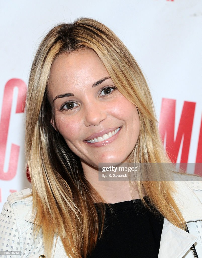 Actress Leslie Bibb attends 'Reason To Be Happy' Broadway Cast Photo Call at MTC Rehearsal Studios on May 7, 2013 in New York City.