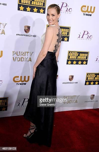 Actress Leslie Bibb attends the 19th Annual Critics' Choice Movie Awards at Barker Hangar on January 16 2014 in Santa Monica California