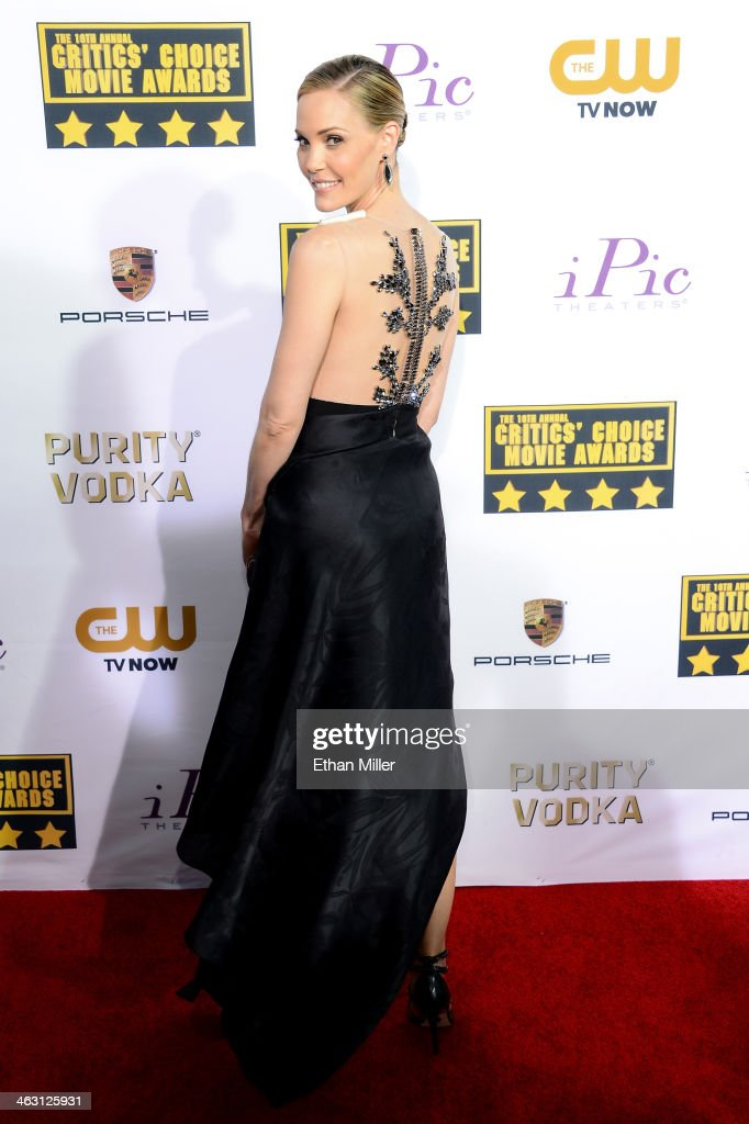 Actress Leslie Bibb attends the 19th Annual Critics' Choice Movie Awards at Barker Hangar on January 16, 2014 in Santa Monica, California.