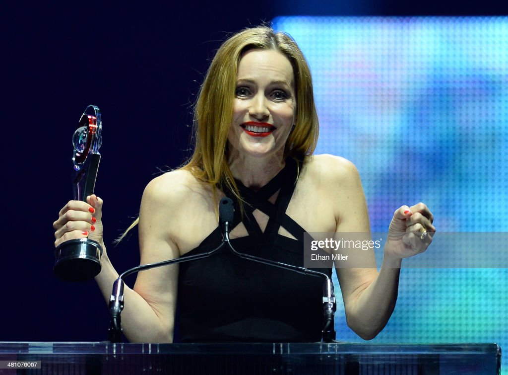 Actress <a gi-track='captionPersonalityLinkClicked' href=/galleries/search?phrase=Leslie+Mann&family=editorial&specificpeople=595973 ng-click='$event.stopPropagation()'>Leslie Mann</a> accepts the Comedy Star of the Year award at The CinemaCon Big Screen Achievement Awards brought to you by The Coca-Cola Company during CinemaCon, the official convention of the National Association of Theatre Owners, at The Colosseum at Caesars Palace on March 27, 2014 in Las Vegas, Nevada.