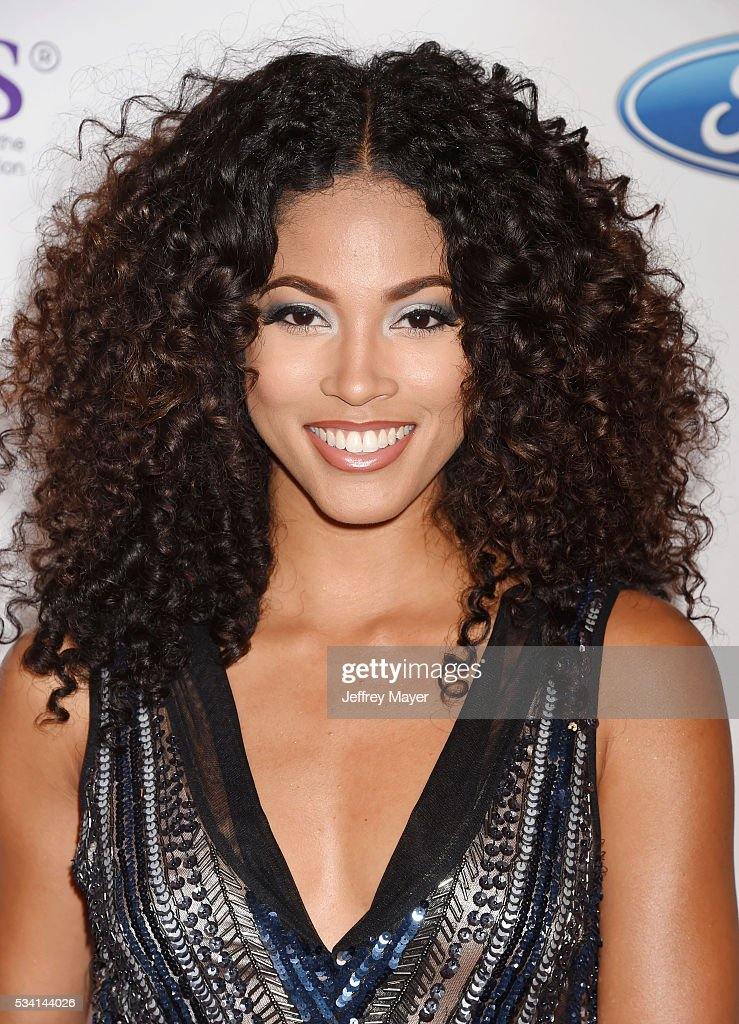 ¿Cuánto mide Lex Scott Davis? - Real height Actress-lex-scott-davis-attends-the-41st-annual-gracie-awards-at-picture-id534144026