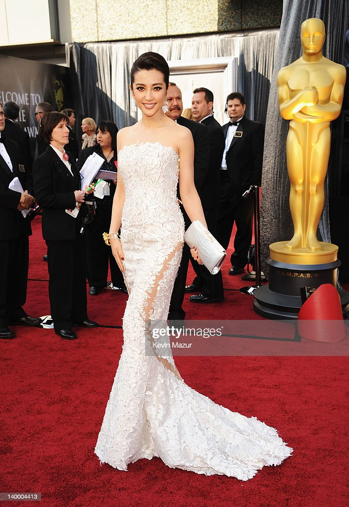 Actress <a gi-track='captionPersonalityLinkClicked' href=/galleries/search?phrase=Li+Bingbing&family=editorial&specificpeople=697017 ng-click='$event.stopPropagation()'>Li Bingbing</a> arrives at the 84th Annual Academy Awards held at the Hollywood & Highland Center on February 26, 2012 in Hollywood, California.