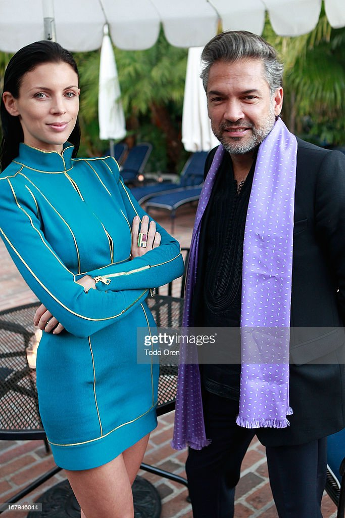 Actress <a gi-track='captionPersonalityLinkClicked' href=/galleries/search?phrase=Liberty+Ross&family=editorial&specificpeople=211135 ng-click='$event.stopPropagation()'>Liberty Ross</a> and <a gi-track='captionPersonalityLinkClicked' href=/galleries/search?phrase=Carlos+Mota+-+Styliste&family=editorial&specificpeople=14364320 ng-click='$event.stopPropagation()'>Carlos Mota</a> attends the Balmain LA Dinner at Chateau Marmont on May 2, 2013 in Los Angeles, California.