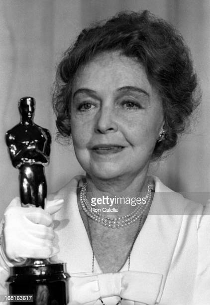 Actress Lillian Gish attends 43rd Annual Academy Awards on April 15 1971 at the Dorothy Chandler Pavilion in Los Angeles California