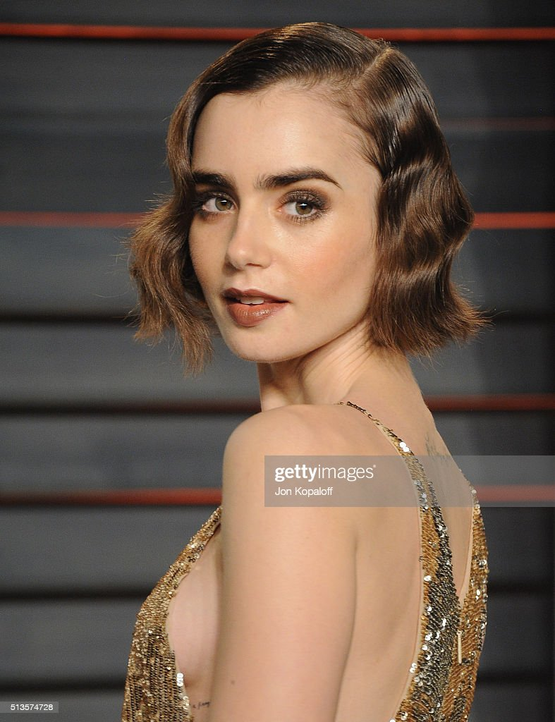 Actress <a gi-track='captionPersonalityLinkClicked' href=/galleries/search?phrase=Lily+Collins&family=editorial&specificpeople=3520243 ng-click='$event.stopPropagation()'>Lily Collins</a> arrives at the 2016 Vanity Fair Oscar Party Hosted By Graydon Carter at Wallis Annenberg Center for the Performing Arts on February 28, 2016 in Beverly Hills, California.